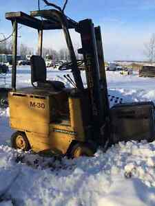 Electric Forklift Cat M 30