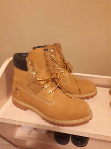 Timberland Mens  6 inch Premium boot (mint condition) 25% off