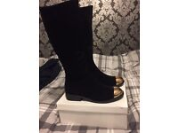 Women's size 6 brand new suede boots