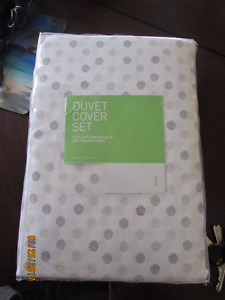 NEW King Size Duvet and 2 Pillow Cases $50