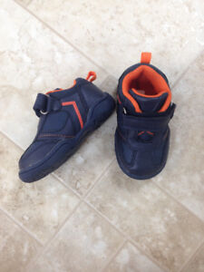 baby boy sneakers size 5 - Like new