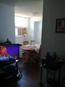 Welland room for rent$450 month