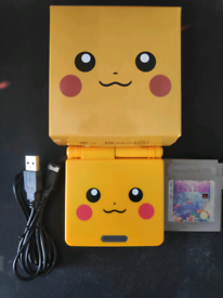 Nintendo GameBoy Advance SP Pikachu/Pokémon Edition Boxed w/ Charger a
