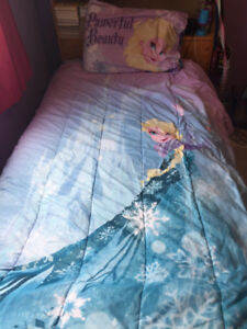 Frozen comforter with fitted sheet