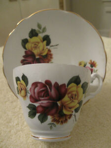 BEAUTIFUL OLD VINTAGE ROYAL ASCOT BONE CHINA CUP & SAUCER