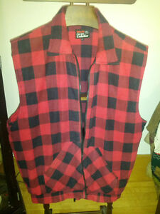 LARGE INSULATED WORK VEST. IN EXCELLENT CONDITION. Sarnia Sarnia Area image 1