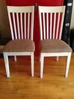 Chaises en bois (x2), avec assises rembourrées