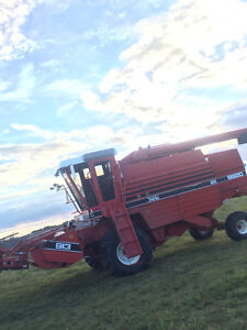 Working field ready 1985 8920 White self propelled combine