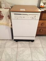 White dishwasher! Great condition used a total of 8 times
