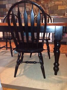 Black and honey dining room kitchen table with 4 chairs West Island Greater Montréal image 4