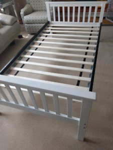 Single modern twin size mattress and bed frame