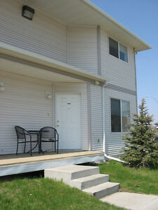 Clean, Cozy Sherwood Park Townhouse, Great Location