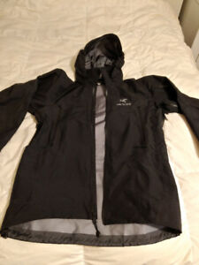 Almost Brand New Med Arc'teryx Theta AR Hardshell Jacket
