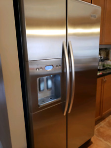KitchenAid Stainless Steel side by side fridge. Working 10/10 an