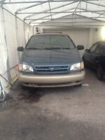 Toyota Sienna 2000  ( NEGOTIABLE )