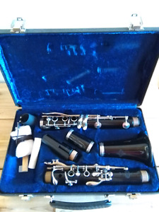 Buffet Clarinet with extra mouthpiece and reeds