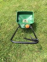 Grass and fertilizer seed spreader in great shape