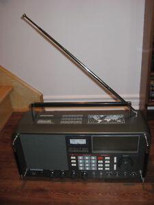 Radio ondes-courtes Grundig Satellit 800