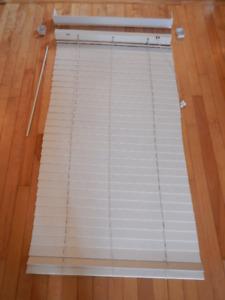 Stores horizontaux rideaux horizontal blind fenêtre window