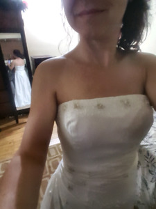 WEDDING GOWN- SIZE SMALL