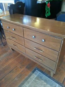 6 drawer dresser London Ontario image 1