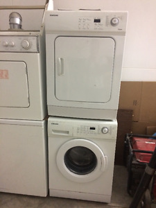 Working washer dryer stacking sets