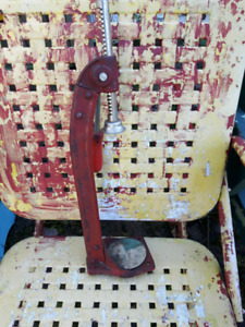 """Old  Red """"E"""" Cast Metal Counter Style Bottle Cap Capper Machine"""