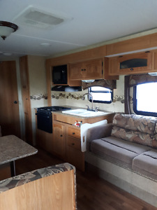 REDUCED! 2012 26 FT COLEMAN RV TRAILER