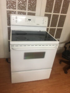 """Fridgidaire white 30"""" electric stove range oven fully working"""