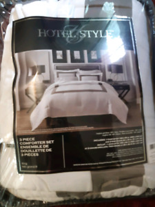 Brand new king size 3 piece comforter set