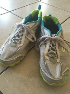 Ladies size 8 Skechers Flex running shoes