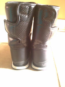 Women's black faux fur lined winter boots Size 7 London Ontario image 5