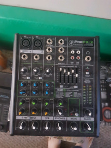 Mackie ProFX 4V2 mixer with effects