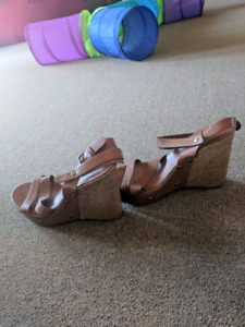 2 pairs of nice woman heels. Size 8-9.