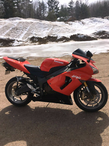 2005 zxr6 636cc looking to sell or trade