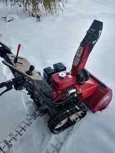 REDUCED  Honda Snow Blower HSS724