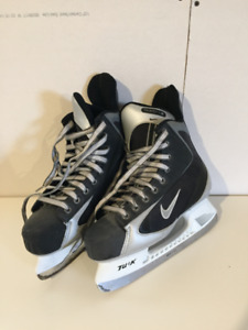 Mens Ice Skates US 9/ Patins de glace Hommes US 9
