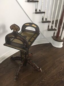 Antique Indian end table/table Indienne antique