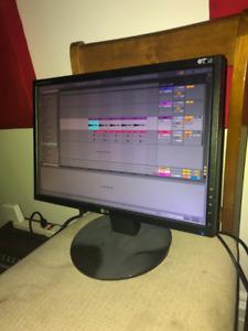"""19"""" LG Computer Monitor"""