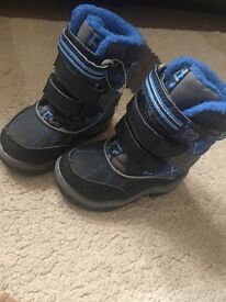 George boys snow boot size 5