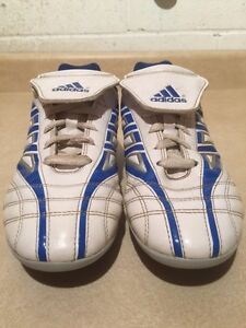 Men's Adidas TraXion Outdoor Soccer Cleats Size 6 London Ontario image 5