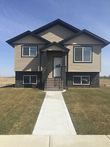 Like new Main floor for rent in Aurora Heights Blackfalds
