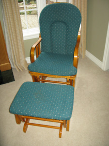 Rocking glider chair and gliding ottoman - Perfect for baby time