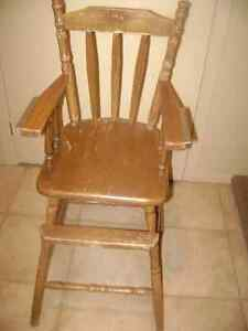 ANTIQUE OAK HIGH CHAIR WITH REMOVABLE TRAY West Island Greater Montréal image 4