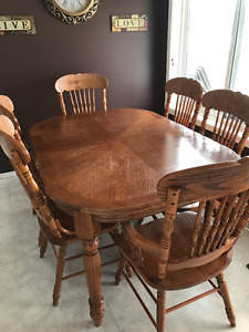 kitchen table and chairs-GREAT CONDITION