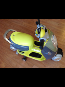 V MINI Scooter excellent condition barely used