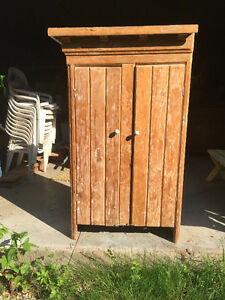 Primitive Pine Hutch