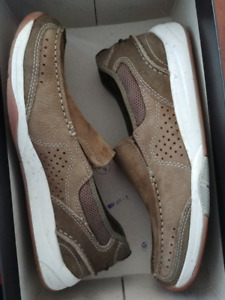 Selling brand new Clarks Shoes sz 8.5