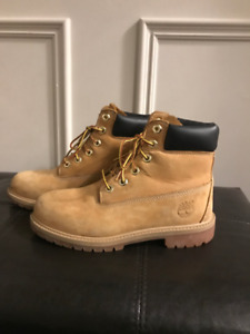 Timberland boys shoes size 4