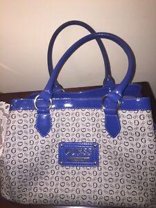 Very beautiful guess handbag !! $50.00